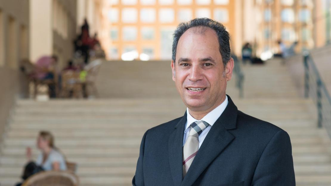 """""""AUC academic provost"""" Ehab Abdel Rahman said that the AUC has jumped 25 places compared to last year in the 2020 QS World University Rankings, placing 395th globally."""