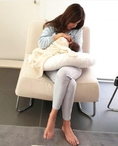 Nancy Ajram with her therd daughter Lya