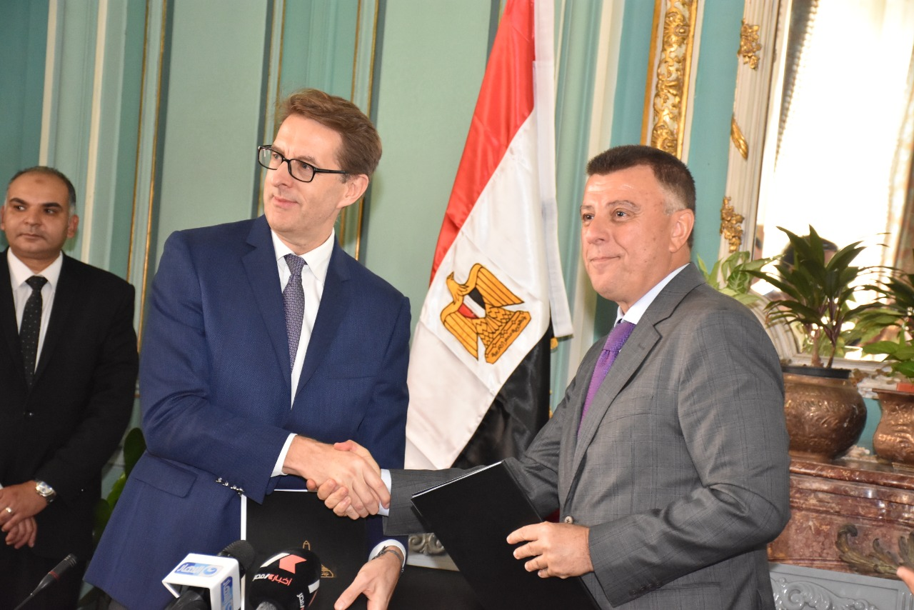 Prof. Dr. Mahmoud Al-Metiny, President of Ain Shams University, and David Shrimpton, Director of International Relations at Royal Brompton Hospital, specialized in the field of Cardiothoracic Surgery, signed a twinning agreement.